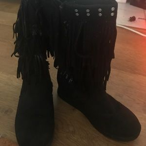 Justice size 3 blk  fringed boots .good condition