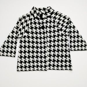 Cute Houndstooth Cape