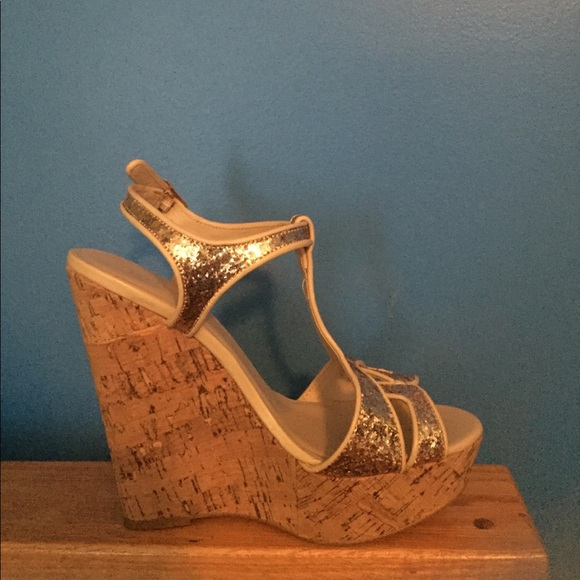 a1c3e0e121948 Shoe Dazzle Shoes | Gold 5 Wedges | Poshmark