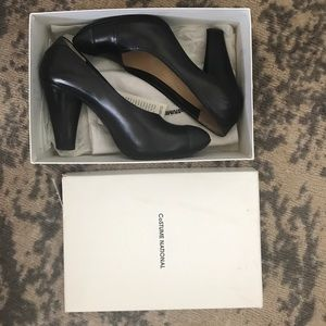 CoSTUME NATIONAL Leather Pumps