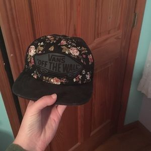 """Vans """"off the wall"""" floral hat"""