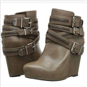BCBG BG-ANDERS Dark Slate Grey Ankle Boot