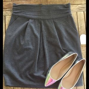 BCBG grey skirt Size L. Front pockets. Work wear