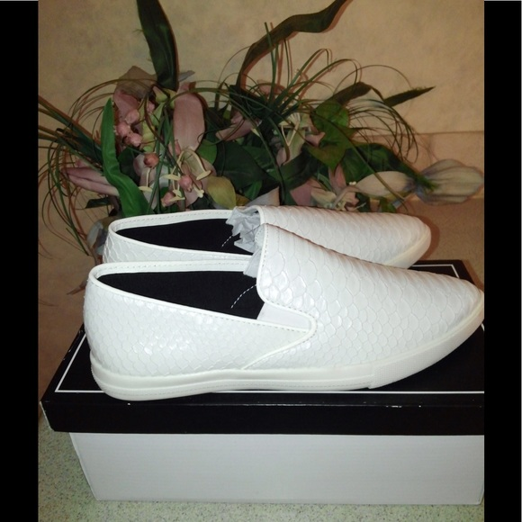 Qupid Shoes - *New-  Qupid Snakeskin Leatherette Sneakers (6.5)