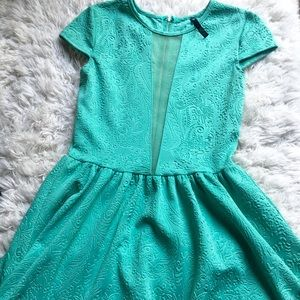 LOVE CULTURE sweet green embroidered dress!❤️