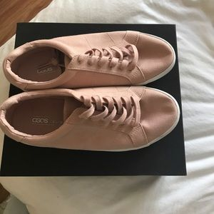 Brand new never worn sneakers