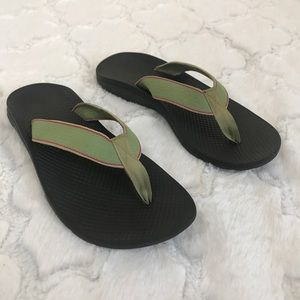 Chaco flip flops green and black womens 8