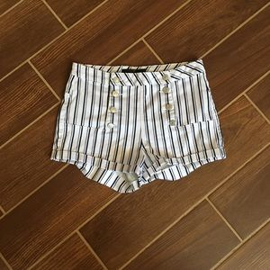 ✨ADORABLE HIGH-WAISTED STRIPPED SHORTS✨