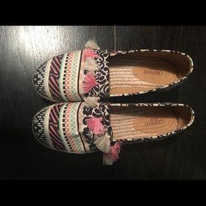Shoes - Women tassel Pom Pom shoe 8.5