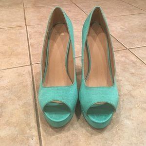 6 1/2 tourquoise peek a toe pumps
