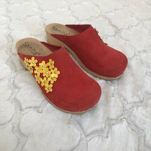 Sanita red clogs yellow flower 9.5