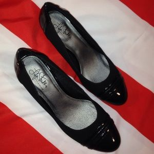 LIFE STRIDE BLACK WEDGE SIZE 8,5 WITH 2.5 heels