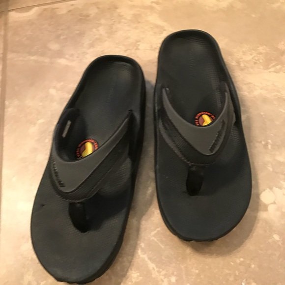 19295023a Columbia Other - Montrail Molokini flip flops
