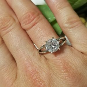 Jewelry - Beautiful 1.5ct solitair engagement ring