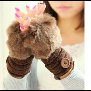 Accessories - ⚡️SALE⚡️Faux Rabbit Fur Fingerless Gloves