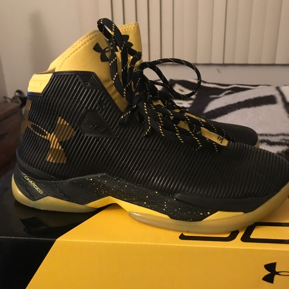 wholesale dealer 9ff61 9c5c1 Under Armour Shoes   Yellow And Black Curry 25 Size 85   Poshmark