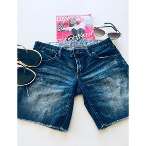 🔸Gap 1969 distressed shorts size 26/2🔸
