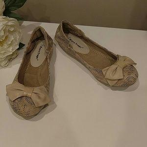 522cf7aaf08 BareTraps Shoes - BARETRAPS LUCY STONE CANVAS BALLET FLATS 7.5