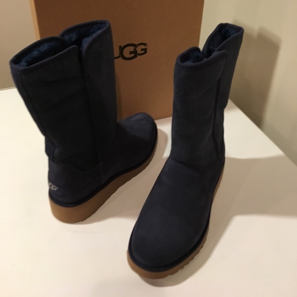 d1267e1f2d0 New Classic Ugg Amie Navy Suede short boots ❤️☃️❤️ NWT