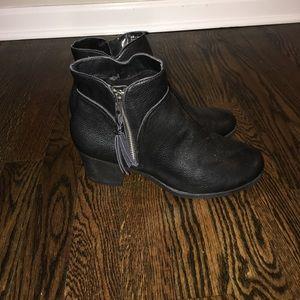 Aerosoles Leather Black Booties Size 9!