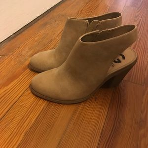 Guess cut out bootie