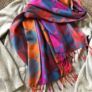Accessories - Accent scarf