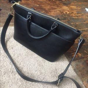 Want gone 😍Large black H&M bag