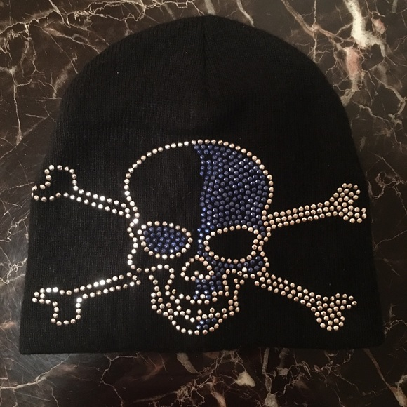 Accessories - Beanie Hat With Skull and Crossbones 007db64e4fb