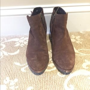 Aquatalia brown suede booties