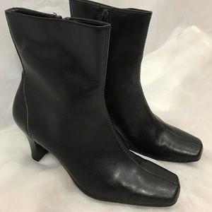 Flexation by aerosoles heeled boots size 6