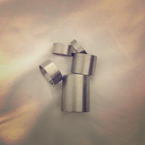 Stainless-look midi rings