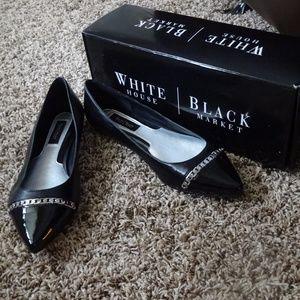 WHITE HOUSE BLACK MARKET Patent Chain Trim Flats 8