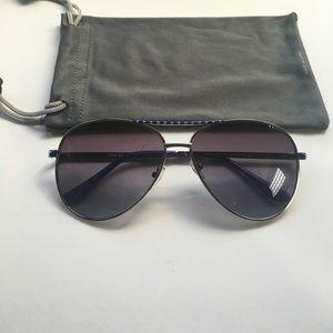 Steve Madden aviator style sunglasses.Blue detail.