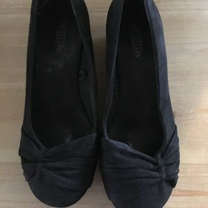 Small black wedge