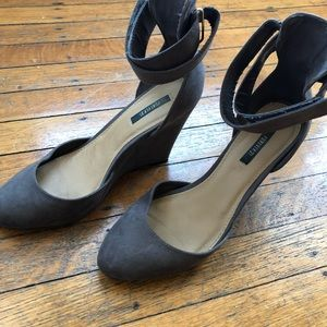 Size 7 H&M suede closed toe winter wedge shoe