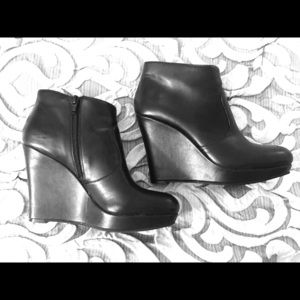Jessica Simpson Black leather wedge boot