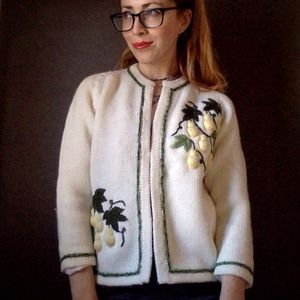 ✨vintage✨Embroidered Cardigan! Mint Condition!