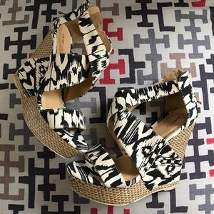 Sexy Just Fab Aztec Print Wedges