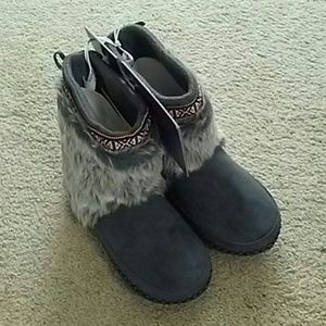 Madden Girl Faux Fur Booties (NWT)