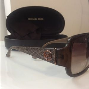 Michael Kors Sunglasses 😎 *Cloth & Case Incl*