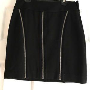 Cache Skirt with Zipper Detail