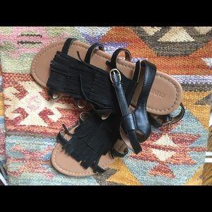 Like new Old Navy fringed black sandals 👯