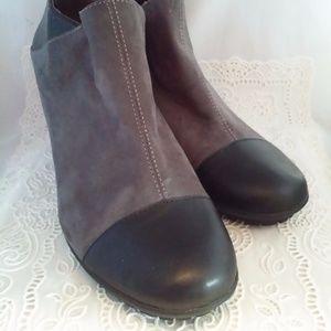 Aerosoles Heelrest Black grey suede ankle boot