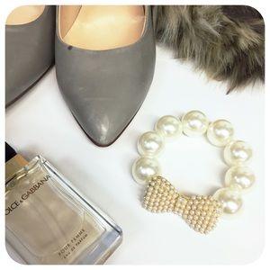 {{ Vintage }} Chunky Pearl Stretch Bow Bracelet
