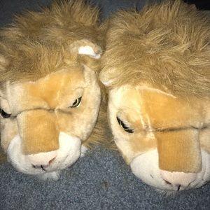 Shoes - Men's large lion slippers