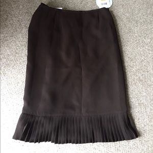 NWT flirty brown skirt