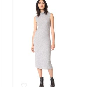 James perse dress comes with 🎁