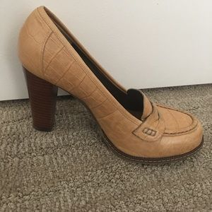 Banana republic tan heels