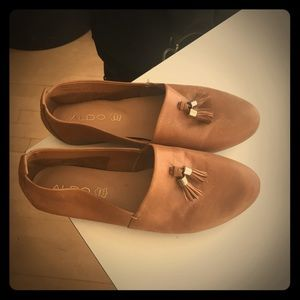 Brown flat leather shoes