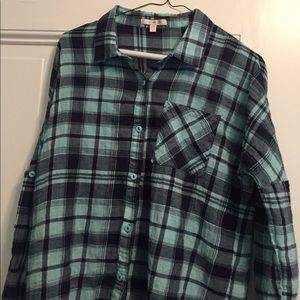 Skies Are Blue Size Medium Button Down Shirt